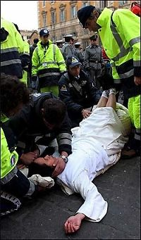 Nonne besvimte i køen