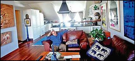 SKJULTE SEG HER: I denne sentrumsleiligheten i Oslo bodde Ole Christian Bach mens han var etterlyst over hele verden. - Vi gikk rundt på Grünerløkka, spiste på restauranter, drakk kaffe på cafeene og øl på de lokale utestedene, sier vennen Åge Ra. Foto: Stian Lysberg Solum
