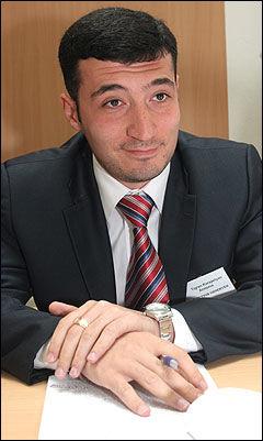 PÅPEKTE MANGLER: Valgeksperten Tigran Karapetya fra Armenia mener det norske valgsystemet kan forbedres. Men det holder allerede høy standard, ikke minst fordi det norske folk ikke ønsker å manipulere resultatet. Foto: Scanpix