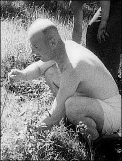 FARLIG ARBEID: I løpet av få måneder sommeren 1945 mistet 275 tyskere livet på grunn av mineryddingen. Foto: «Nordmennenes egen historie»