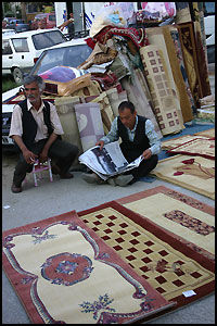 TEPPEBOMBER: Jo da, teppeselgere treffer du fremdeles på i Tyrkia. Foto: Dag Fonbæk.