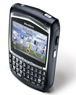 HENDIG: BlackBerry gir brukerne svært gode epostmuligheter rett i lomma. Foto: RIM