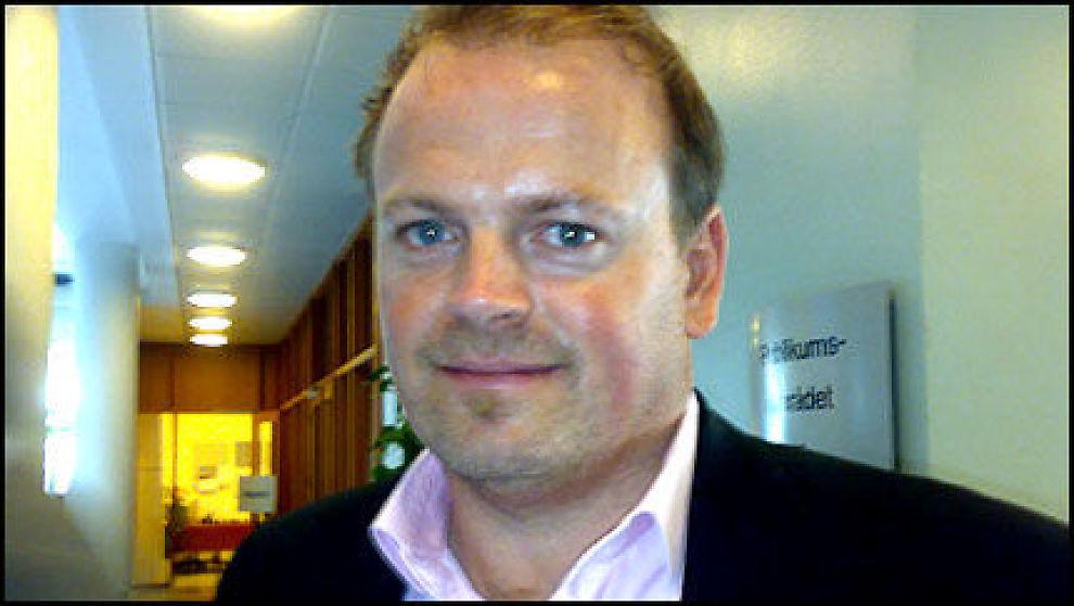 ETTER FORKLARINGEN: Tommy Steine (37) lot seg avbilde etter at han hadde forklart seg i retten. Foto: Endre Alsaker-Nøstdahl