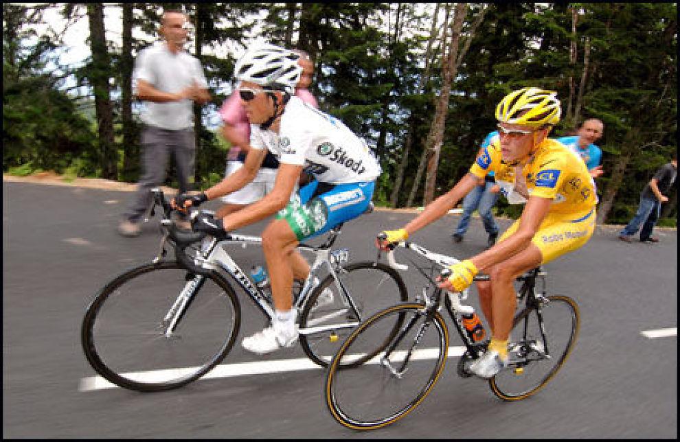 DOPINGMISTANKER: Det spekuleres fredag kveld i nye avsløringer om dopingbruk i Tour de France. Alberto Contador og Michael Rasmussen er rammet av mistankene. Foto: EPA Foto: