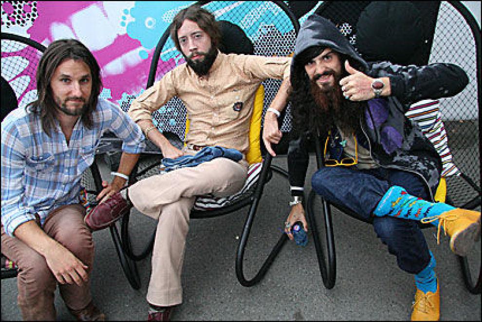 IKKE HIPPIER, MEN HAPPIER: - Vi er ikke hippier, vi er happier, hevder (f.h.) Devendra Banhar, Noah og Lucky. Foto: Alexander Nyhagen