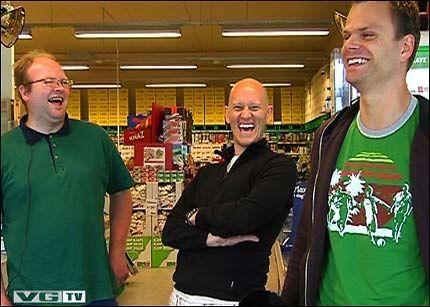 SPØKEFUGL: Bob Mellemstrand vet å lage god stemning, og var i storslag da vi møtte ham i Stavanger 26. juni. Foto: Gyda K. Hesla, VGTV.