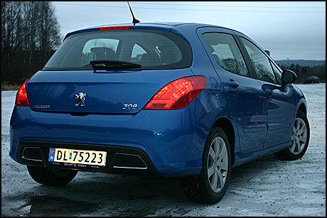 """IKKE BILLIGST: Billigste Peugeot 308-versjon med 1,6-liters dieselmotor på 90 hestekrefter koster ifølge Opplysningsrådet for Veitrafikkens """"Bildata"""" 221.900 kroner. Tilsvarende versjon av VW Golf koster 220.460 kroner. Toyotas Auris, også med 90 hestekrefter, koster 223.000 kroner. Kia cee'd er rimeligst blant disse, med en pris på 209.900 kroner for 90-hesteren. Foto: Hanne Hattrem"""