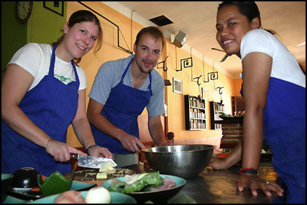 SØRØST-ASIA ER BILLIG: Thailand, Kambodsja og Vietnam er billige ferieland der turistene bl.a. kan ta kokkekurs på restaurantene. Morsomt og lærertrikt! Foto: DAG FONBÆK