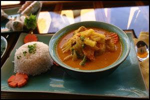 MYE SMAK: Syrlig med futt. Khmer-mat er like smaksrik som thaimat, men ikke like hardt krydret. Foto: DAG FONBÆK