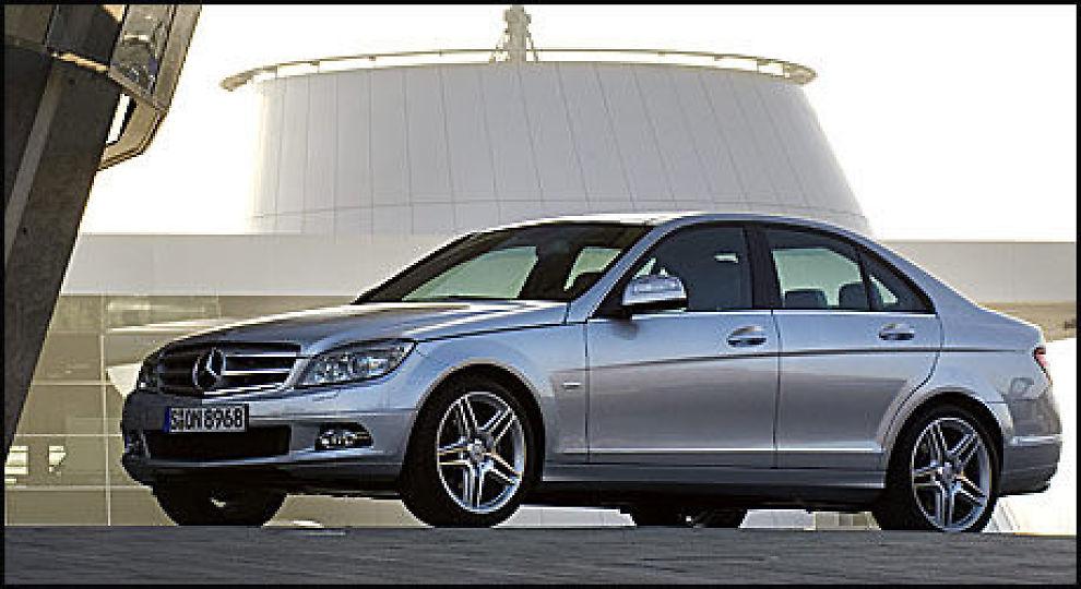 YNDET OBJEKT: Mercedes C-klasse er et yndet objekt for biltyer. Foto: Illustrasjonsfoto: Mercedes