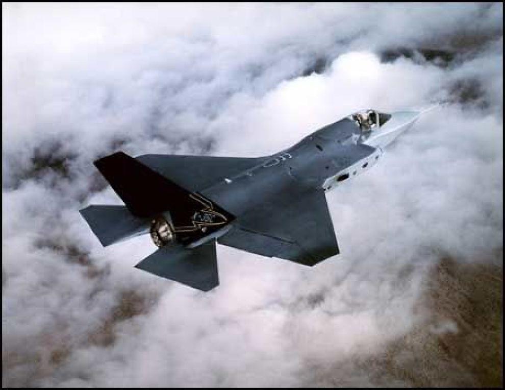KAMPFLY: Regjeringen skal før utgangen av 2008 vurdere om de vil kjøpe Lockheed Martins -35, Joint Strike Fighter. Samme selskap står også bak produksjon av masseødleggingsvåpen. Foto: SCANPIX