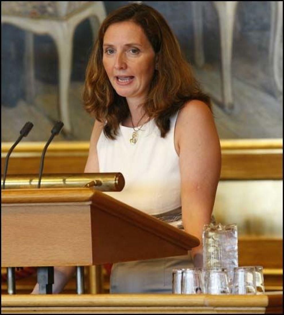 LYKKELIG: Gunn Karin Gjul (Ap) på talerstolen under debatten i dag. Foto: Scanpix