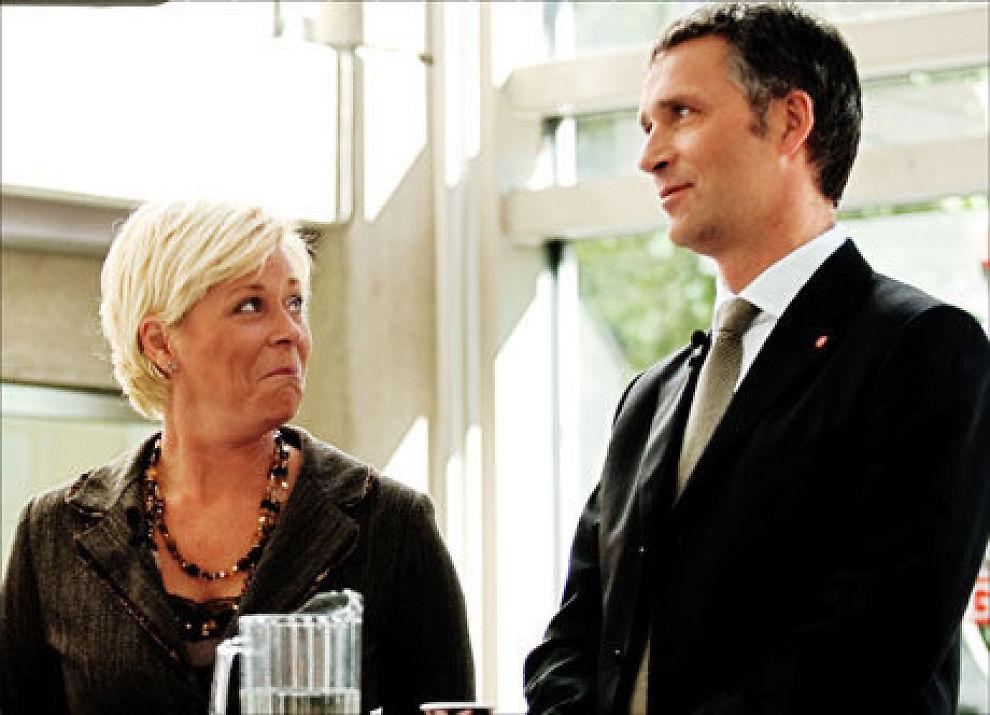 FRP størst: Siv Jensen og Frp er Norges største parti. Statsminister Jens Stoltenberg (Ap) er ikke fornøyd. Foto: Line Møller