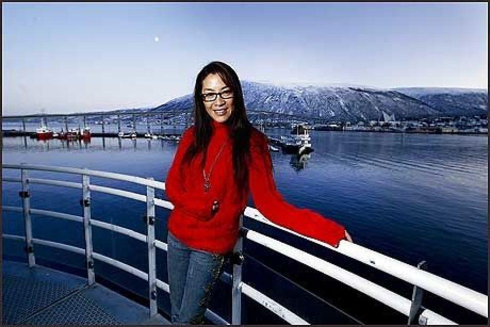"""ELSKER TROMSØ: Er det beste med Tromsø utsikten derfra? Debatten raser i polarhovedstaden. Michelle Yeoh stortrives ihvertfall """"nær Nordpolen"""" i Tromsø. Foto: Lars Åke Andersen"""