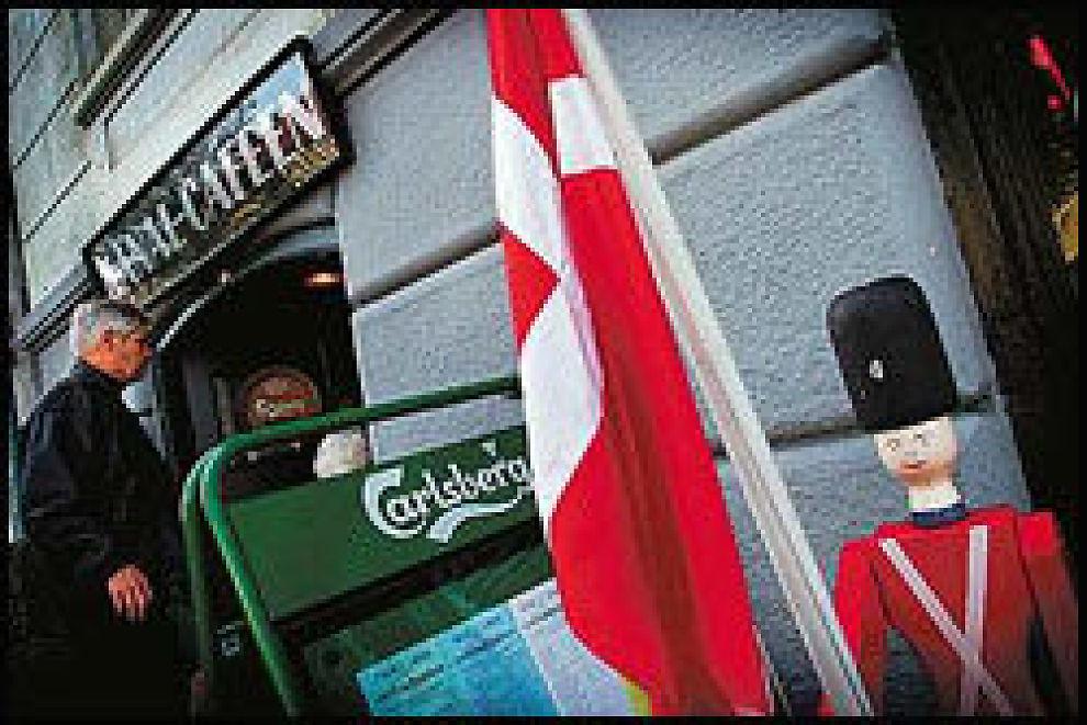 POPULÆR LUNCH-KRO: Kanal-Cafeen bak Folketinget er etter manges mening Københavns aller beste sted for platte-lunch. Så populær er kjellerkroen at det lønner seg å forhåndsbestille bord. Foto: VG