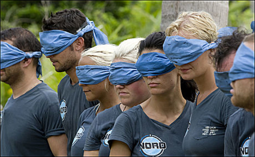 TØFFE FORHOLD: Robinson-ekspedisjonen byr på store utfordringer for flere av deltagerne, som her er i aksjon i en av Robinson-kampene. Foto: TV3