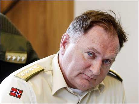 MÅ OMPRIORITERES: Forsvarssjef Sverre Diesen sier at å sende norske fredsbevarende styrker til Gaza, betyr at andre oppdrag på nedprioriteres. Foto: SCANPIX