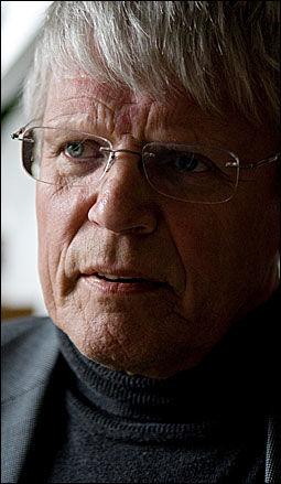 NEKTER SKYLD: Advokat Rolf A. Riderbo forsvarer flere av de tiltalte, og opplyser at de nekter straffskyld. Foto: Robert S. Eik