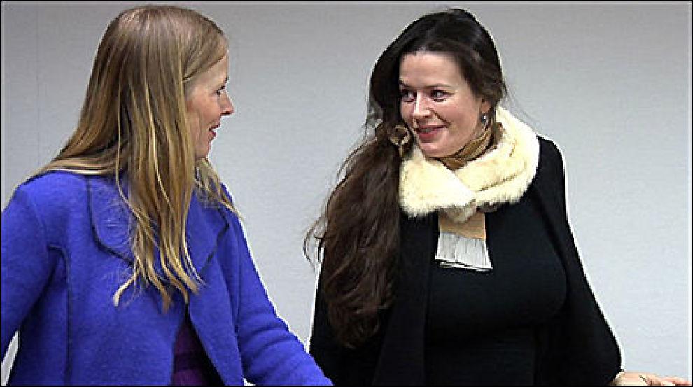 SØKSMÅL: Gøril Mauseth (t.h.) fikk medhold i tingretten, hvor dette bildet ble tatt, men lagmannsretten kom til en annen kjennelse. T.v.: Agnethe Haaland, leder i Norsk Skuespillerforbund, som saksøkte NRK sammen med Mauseth. Foto: Marianne Tessem, VG Nett