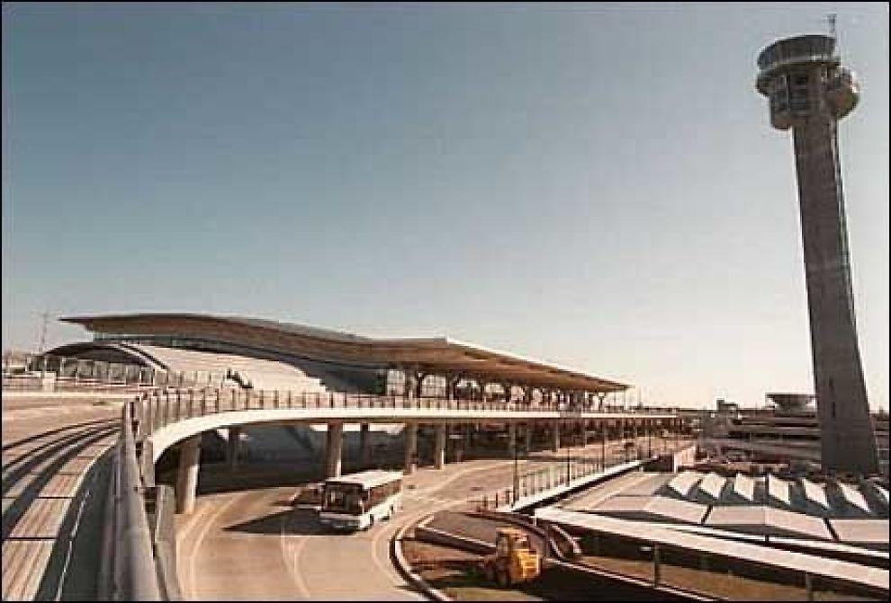 """""""LEVER GODT MED NAVNET"""": Ledelsen på Oslo lufthavn tror ikke flyplassen blir bedre kjent ute i verden med """"ibsen"""" i navnet. Foto: Scanpix"""