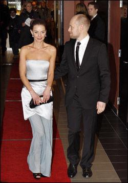 STRÅLTE: Agnes Kittelsen og Aksel Hennie ankom sammen på premieren til «Max Manus» onsdag kveld. Foto: Scanpix