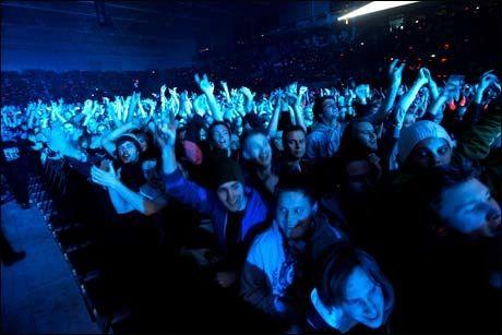 HORDER MED FANS: AC/DC samlet 23000 fans i Telenor Arena i går kveld. Foto: VG