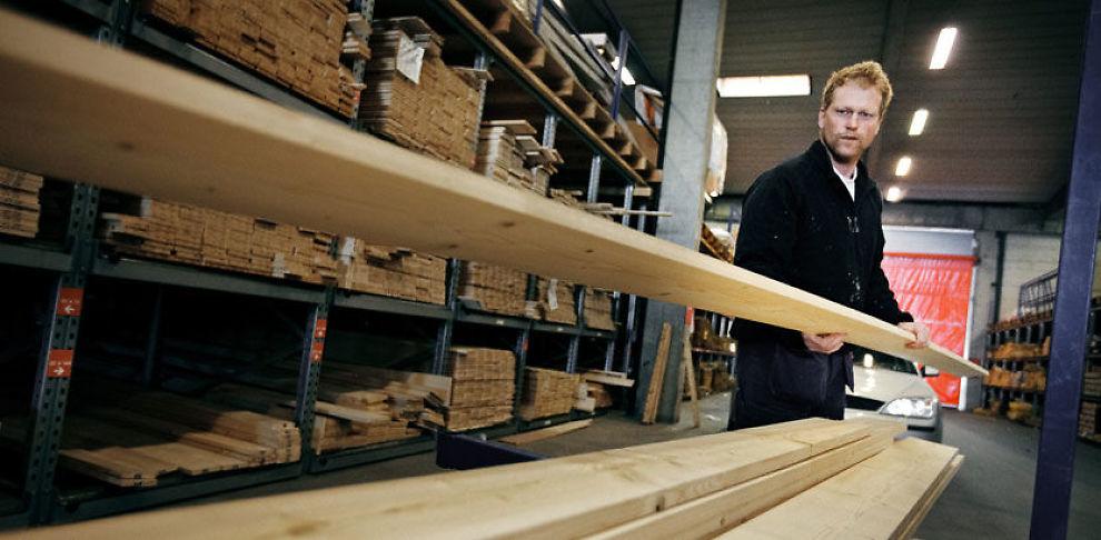 STORT NOK HOS XL-BYGG: To til tre ganger i uken besøker tømrere Jon Fuglevik XL Bygg Drammen Høvleri for å kjøpe treverk og annet utstyr.