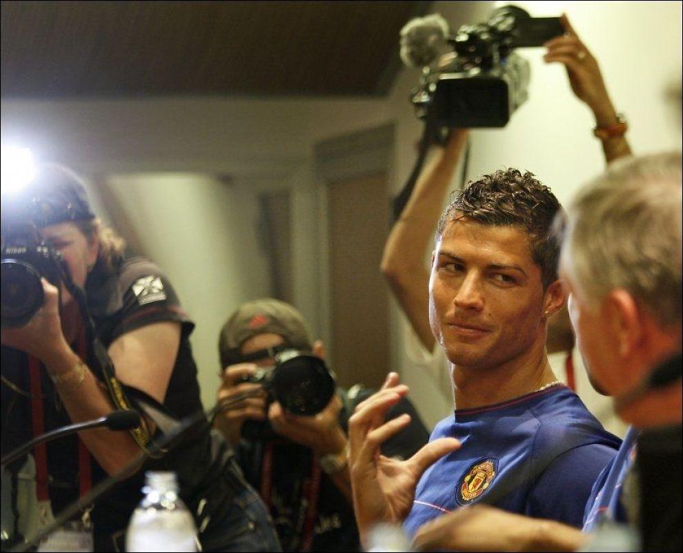 SUPERDUELL: Men Cristiano Ronaldo (bildet) vil ikke fokusere for mye på internduellen mot Lionel Messi. Her er Ronaldo på kveldens pressekonferanse i Roma. Foto: AP
