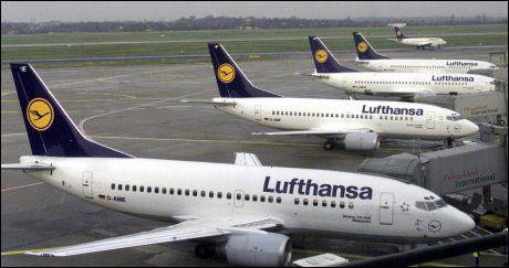 STOPPET HER: Den norske 22-åringen hadde tydelige symptomer på influensa A/H1N1 da han landet fra USA i dag tidlig. Derfor ble han stoppet her på lufthavnen i Düsseldorf. Foto: AFP