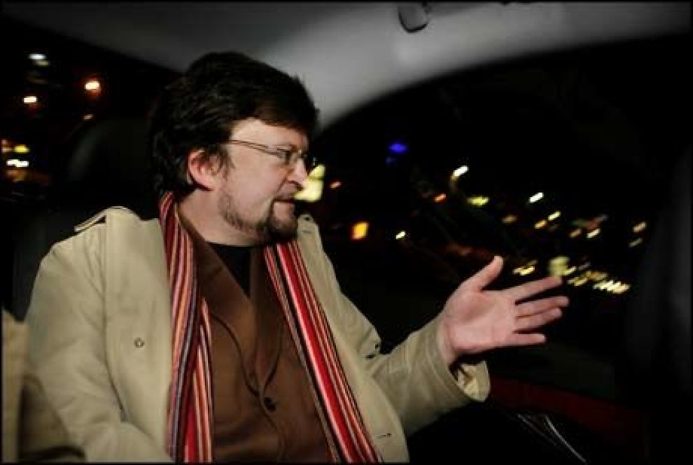 FORBANNET: Forfatter Erik Fosnes Hansen lot sinnet renne over under et radioopptak fredag.