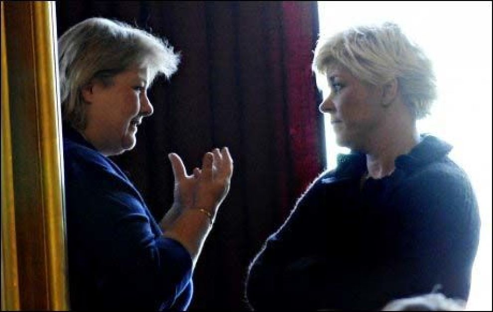 EU-KRANGEL: Erna Solberg (t.v.) beskylder Siv Jensen (t.h.) for manglende lederegenskaper. Foto: Robert S. Eik