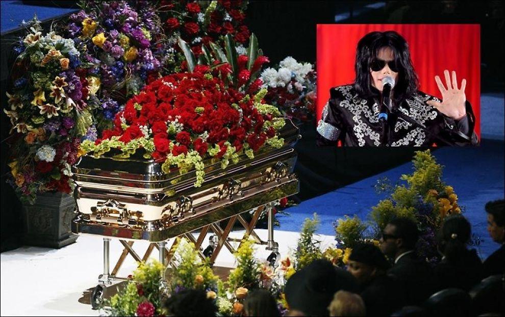 MINNESTUND: Tusener av mennesker var samlet for å ta farvel med Michael Jackson i Staples Centre i Los Angeles forrige måned. nå skal superstjernen stedes endelig til hvile i gullkisten. Foto: AP