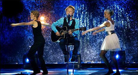 PÅ SCENEN I SPEKTRUM: Jørgen Dahl Moe (13) fra Andebu i Vestfold vant Melodi Grand Prix Junior med sangen «Din Egen Vei». Foto: Scanpix
