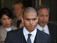 Chris Brown mimrer om Rihanna