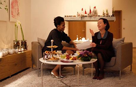 DRAKK TE SAMMEN: Michelle Obama og Ingrid Schulerud snakket blant annet om likestilling og mangfold. Foto: Marte Garmann Johnsen/Statsministerens kontor