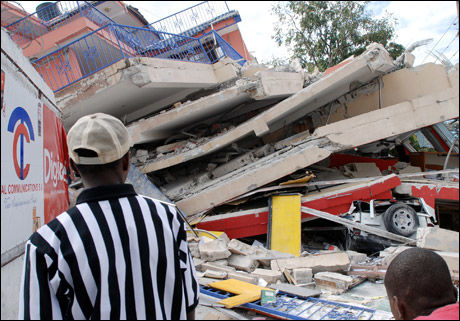 KORTHUS: Jordskjelvet har lagt store deler av Port-au-Prince i grus. Foto: AFP