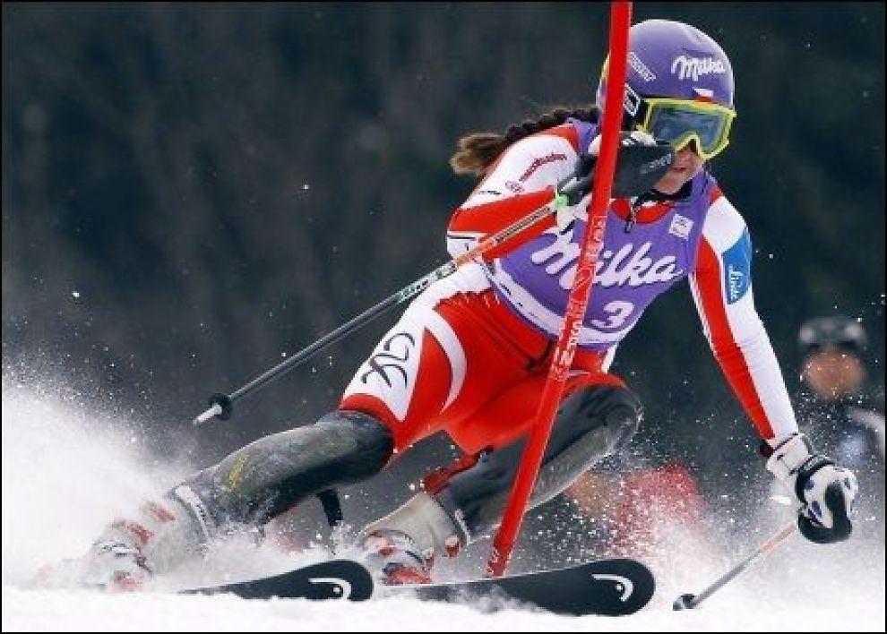 TSJEKKIA VANT: Sarka Zahrobska og Tsjekkia vant lagkonkurransen som avsluttet verdenscupen i alpint. Foto: Reuters