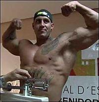 Her brekker «Hulk» motstanderens ribbein
