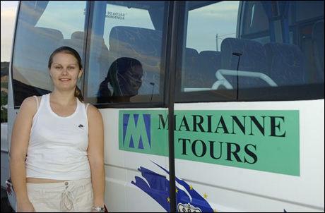 SPANIA-NORGE: Marianne Martinsen setter opp buss for nordmenn som vil hjem fra Spania. Foto: Leif Kverneland/Spaniaavisen.no