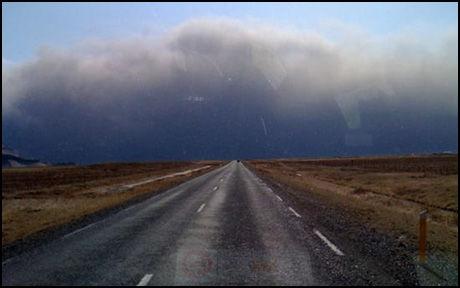 ASKEVEGG: VGs Anders Giæver er på vei mot vulkanen. Foto: Anders Giæver.