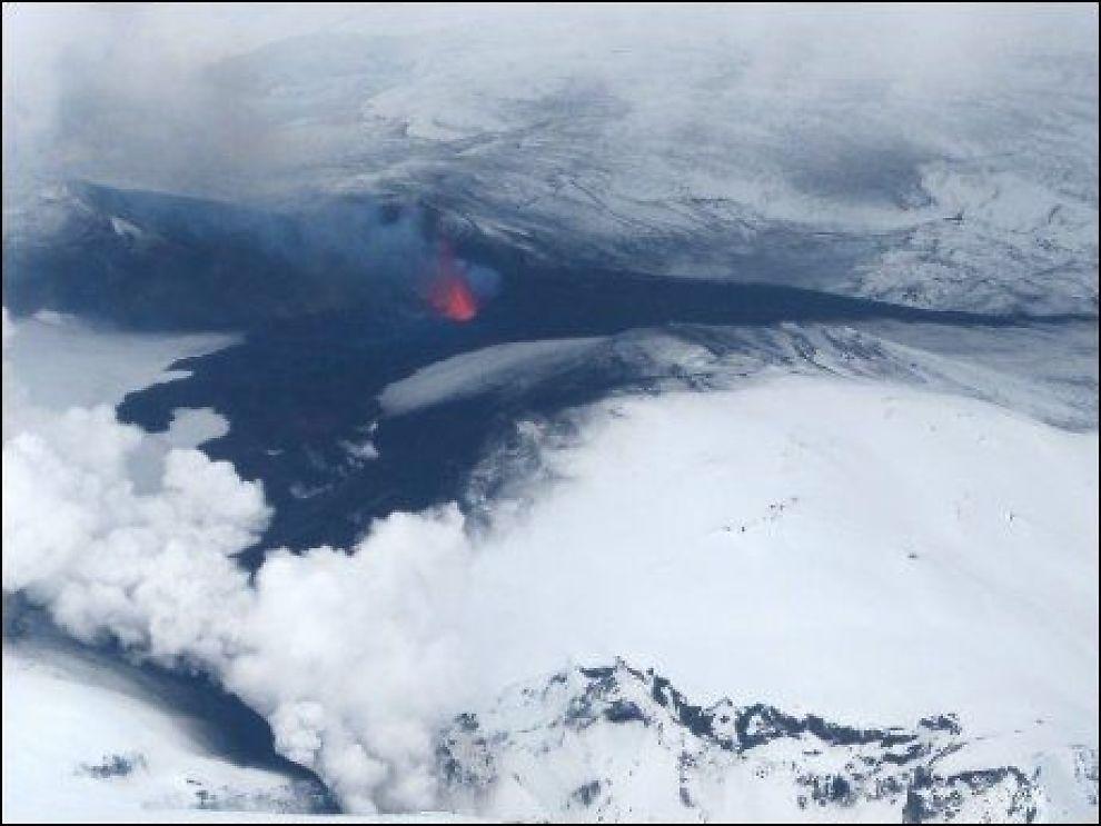 UTBRUDD: Asken fra vulkanen Eyjafjallajøkull lammet flytrafikken i dagevis, men det er lunken stemning for å gi støtte til aktørene som tapte penger på krisen. Foto: EPA