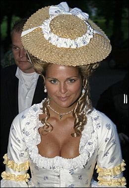 MASKERADEBALL: Prinsesse Madeleine fotografert under et maskeradeball på Ulriksdals Slott i anledning 30-årsdagen til fetteren Gustaf Magnusson. Foto: SCANPIX