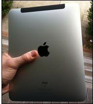 Den svarte stripen øverst er som et vindu til 3G-antennen. Foto: Macworld.com