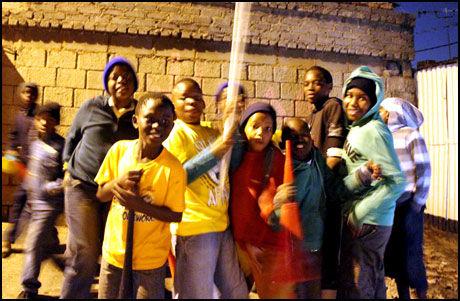 BAFANA, BAFANA: ...er navnet på Sør-Afrikas landslag. Fredag ettermiddag VM-åpner de mot Mexico. Foto: Jamel Rake