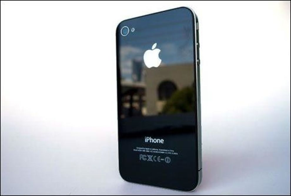 Mange sliter med signalet på sin nye iPhone 4. Apple ber folk holde telefonen på rett måte. Foto: Macworld.com