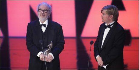 MAX MANUS-SUKSESS: John M. Jacobsen og Sveinung Golimo er tilbake med en ny film etter den enorme suksessen med «Max Manus». Her tar de imot Amanda-prisen for beste norske kinofilm i 2009. Foto: Scanpix