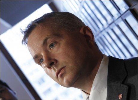 FRIVILLIG: Knut Storberget oppfordrer alle til å ta kontakt med myndighetene og reise frivillig. Foto: Scanpix