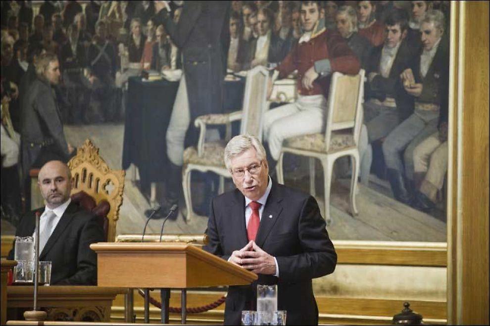 ADVARTE: Finansminister Sigbjørn Johnsen advarte mot trangere tider under finanstalen i Stortinget. Foto: Scanpix