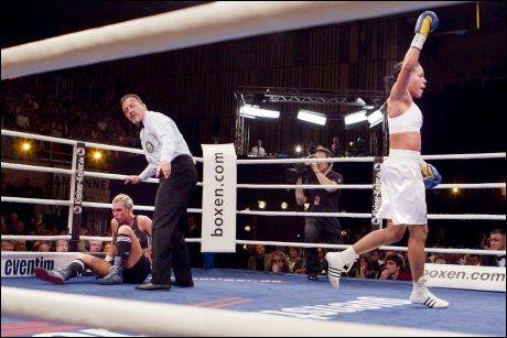 TOK TELLING: Mikaela Laurén gikk i bakken i den sjuende runden og Brækhus kunne juble for seier. Foto: Scanpix
