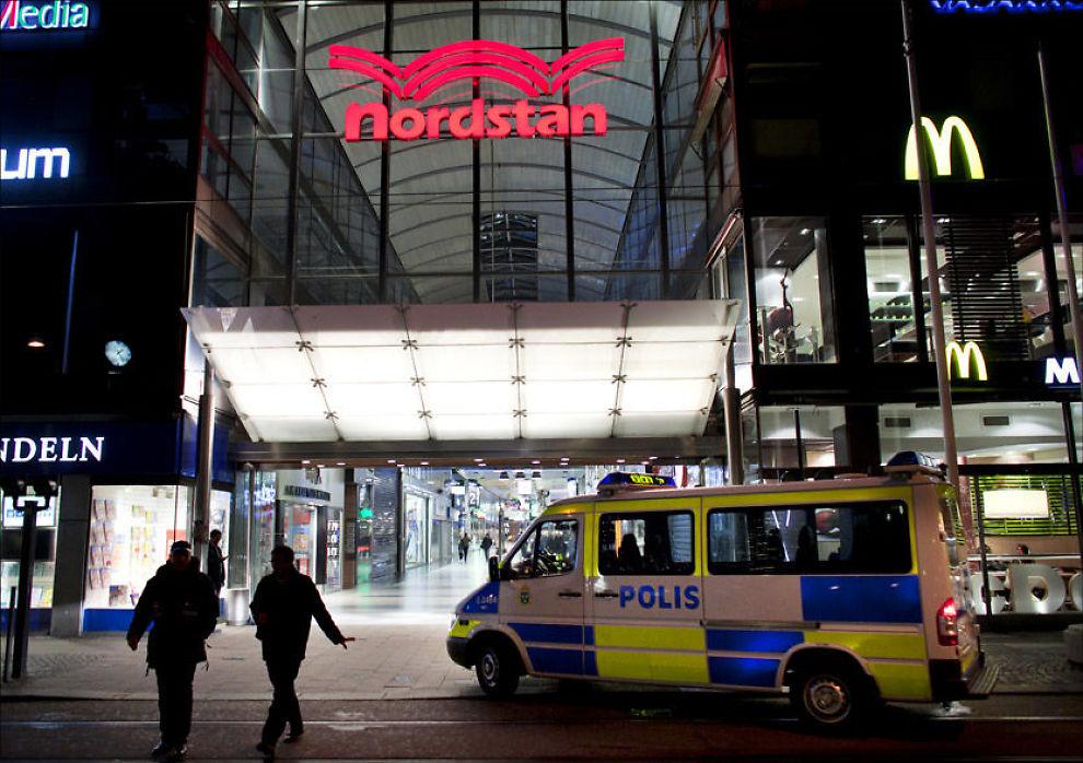 - SPENGES: Dette er kjøpesenteret Nordstan, som politiet mener de terrorpågrepne planla å sprenge lørdag. Foto: Thomas Johansson